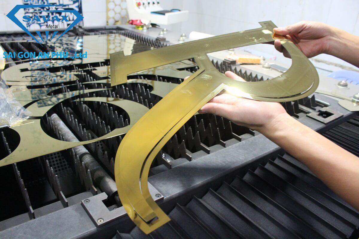 Gia công cắt laser