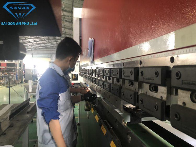 Xưởng gia công chấn kim loại tại Savax