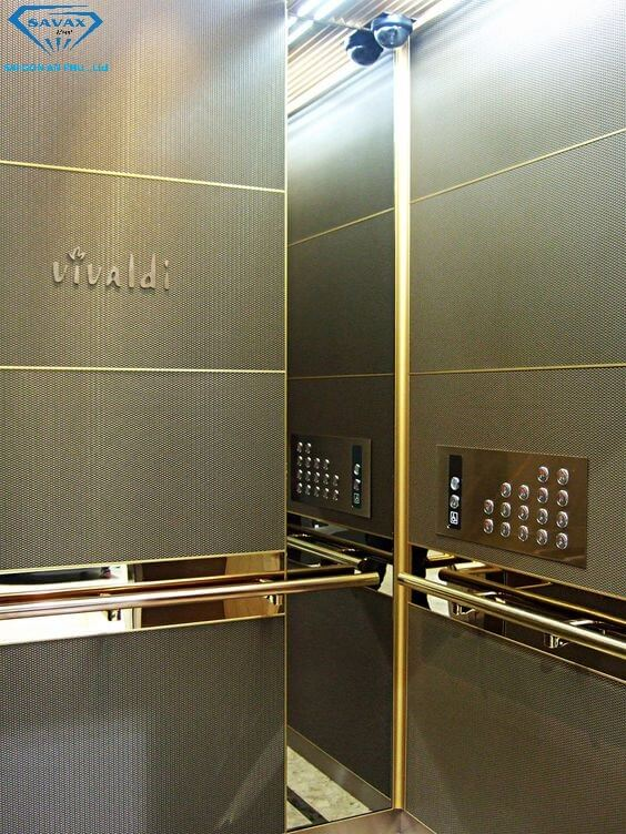 Tay nắm và bảng điều khiển thang máy