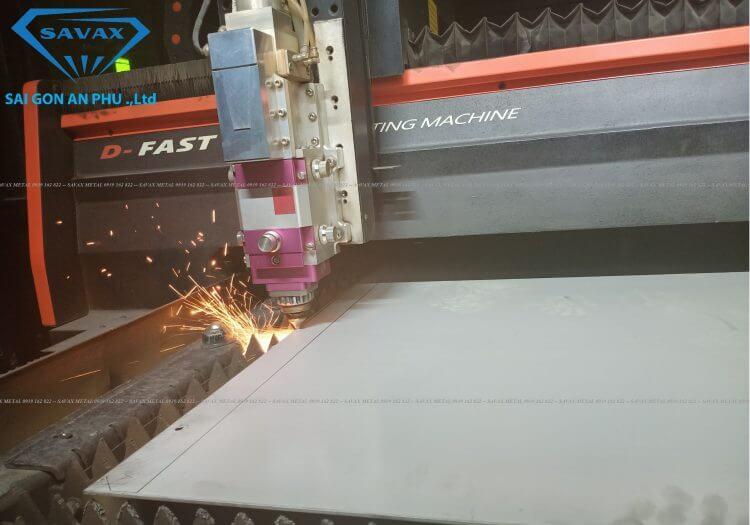 Máy cắt laser kim loại tấm tại Savax