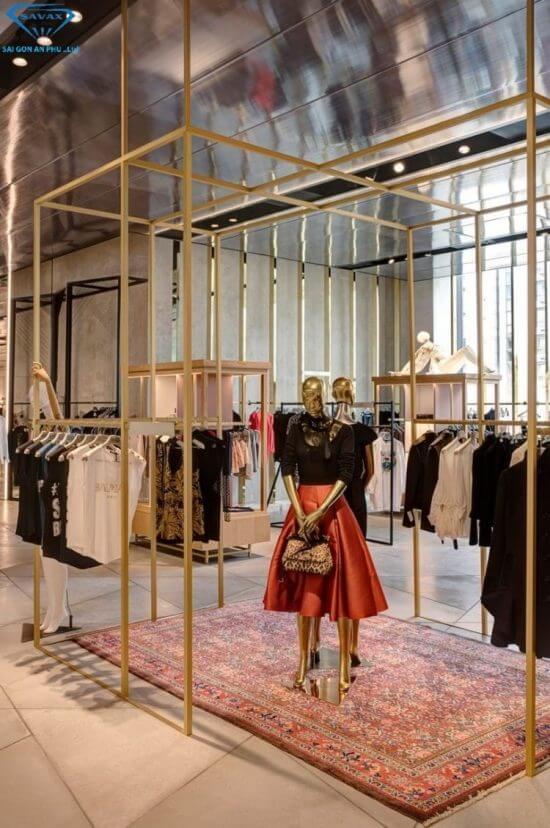 Shop thời trang với khung giá Inox mà Savax đã thi công