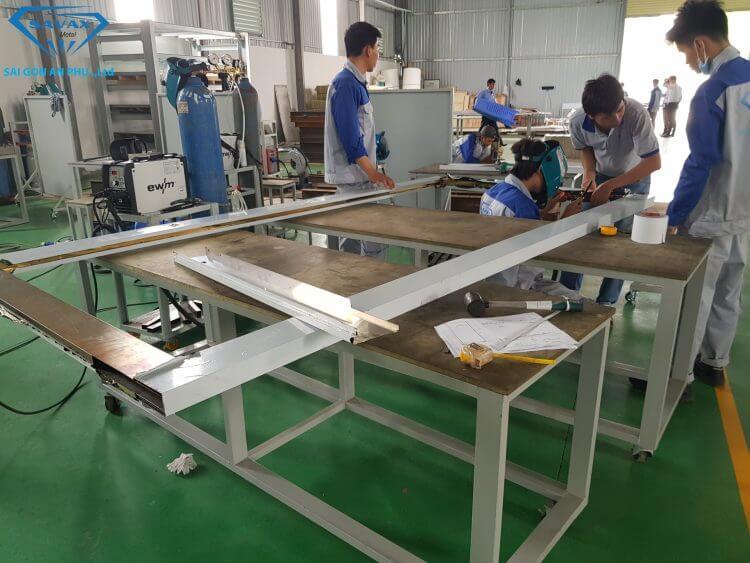 Xưởng thi công lan can inox cầu thang tại Savax