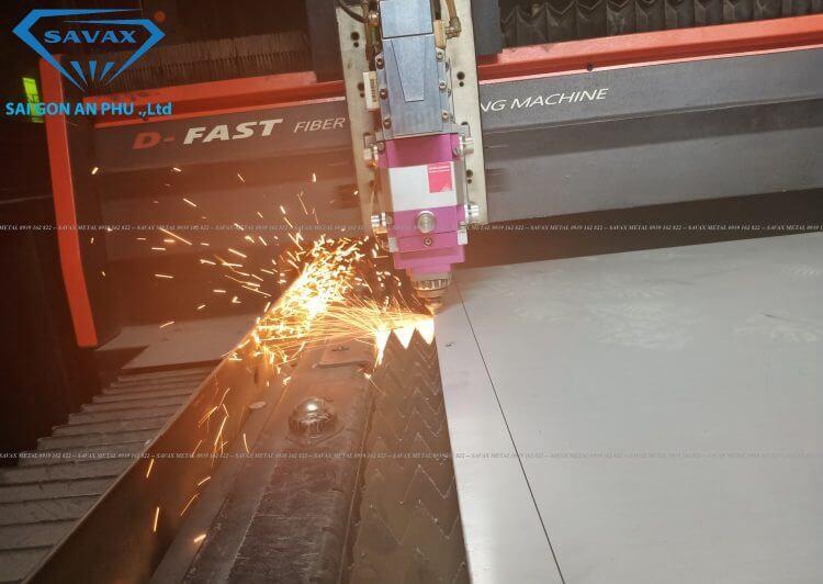 Máy cắt laser inox tấm tại Savax