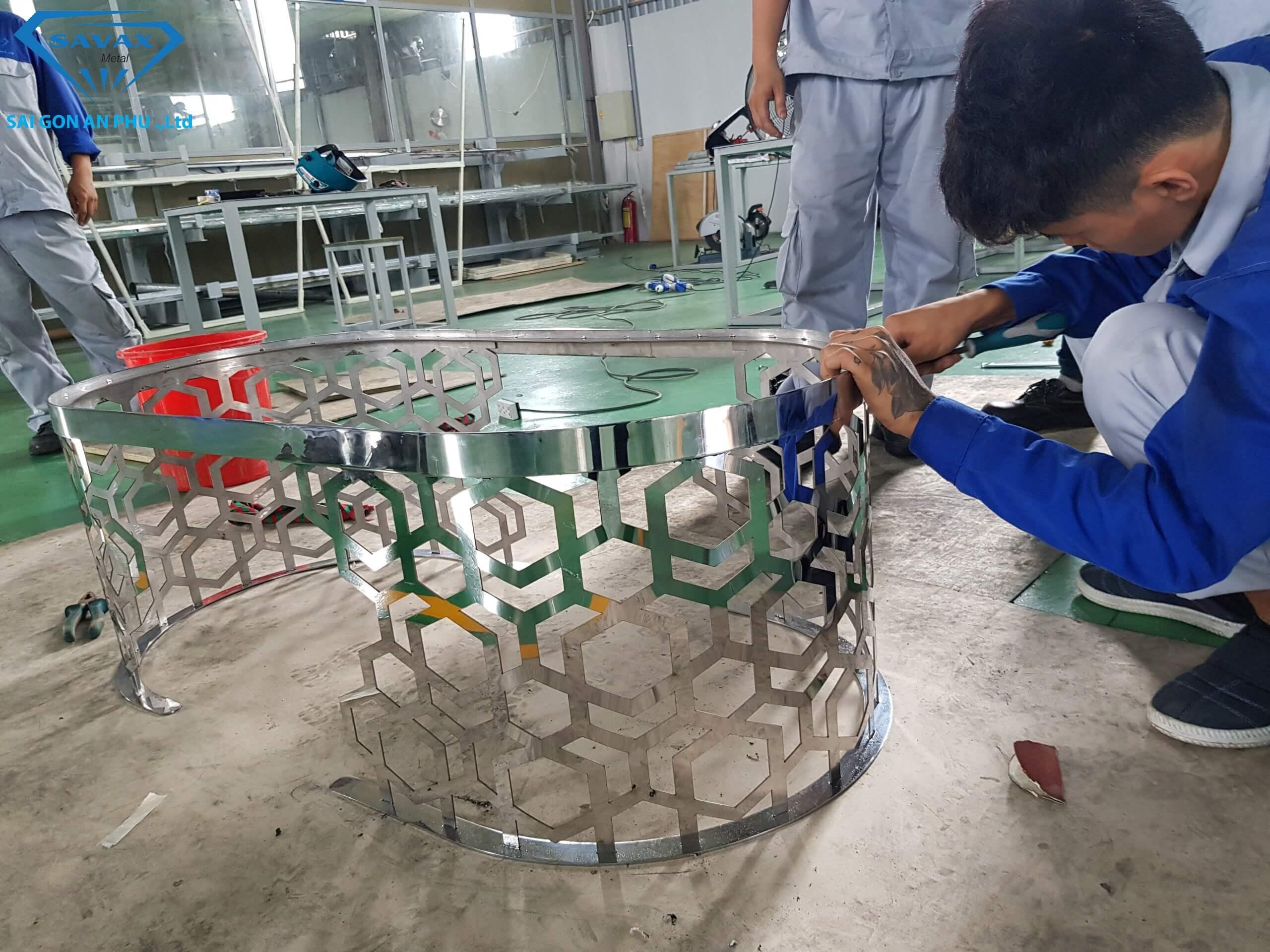 Khung bàn trà vừa hoàn thiện tại xưởng gia công cơ khí