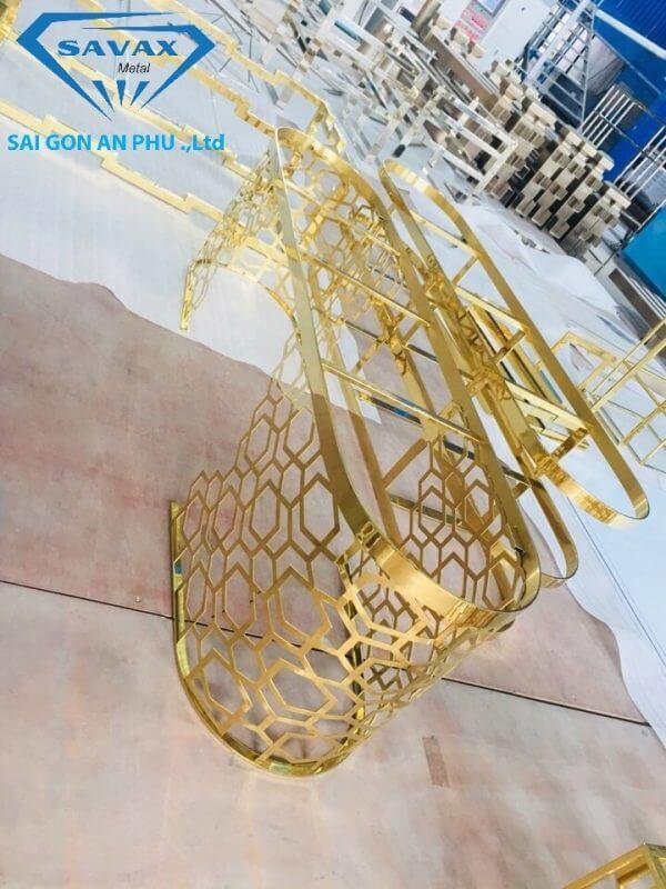 Nội thất inox mạ vàng vừa hoàn thiện tại xưởng Savax