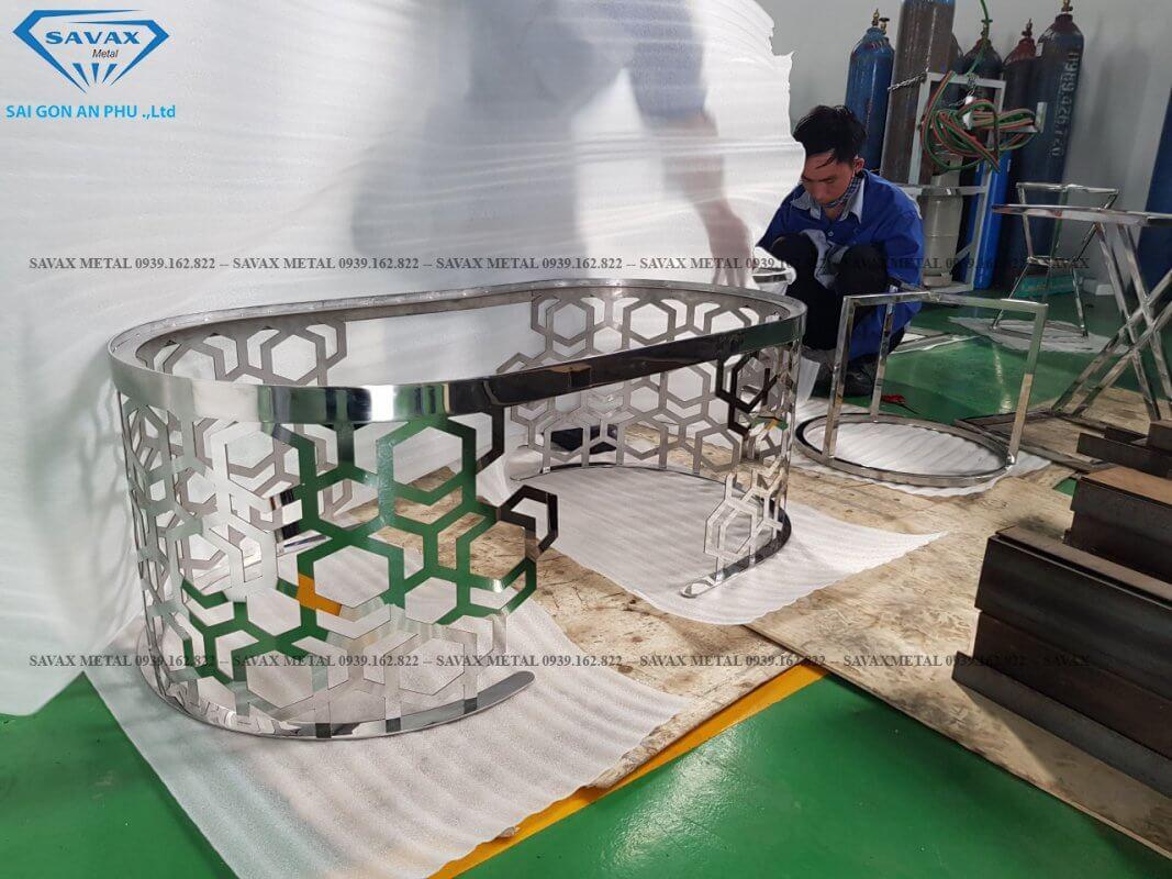 Hình thực tế xưởng savax đang gia công bàn ghế inox