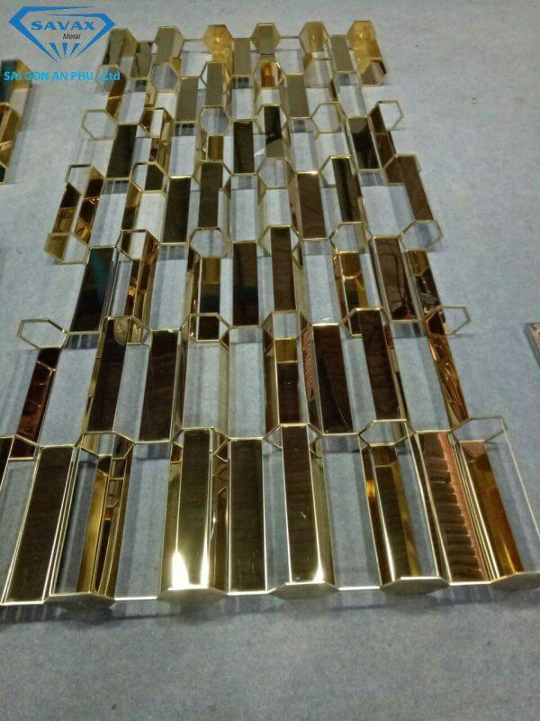 Mẫu vách ngăn inox mạ vàng tại xưởng Savax