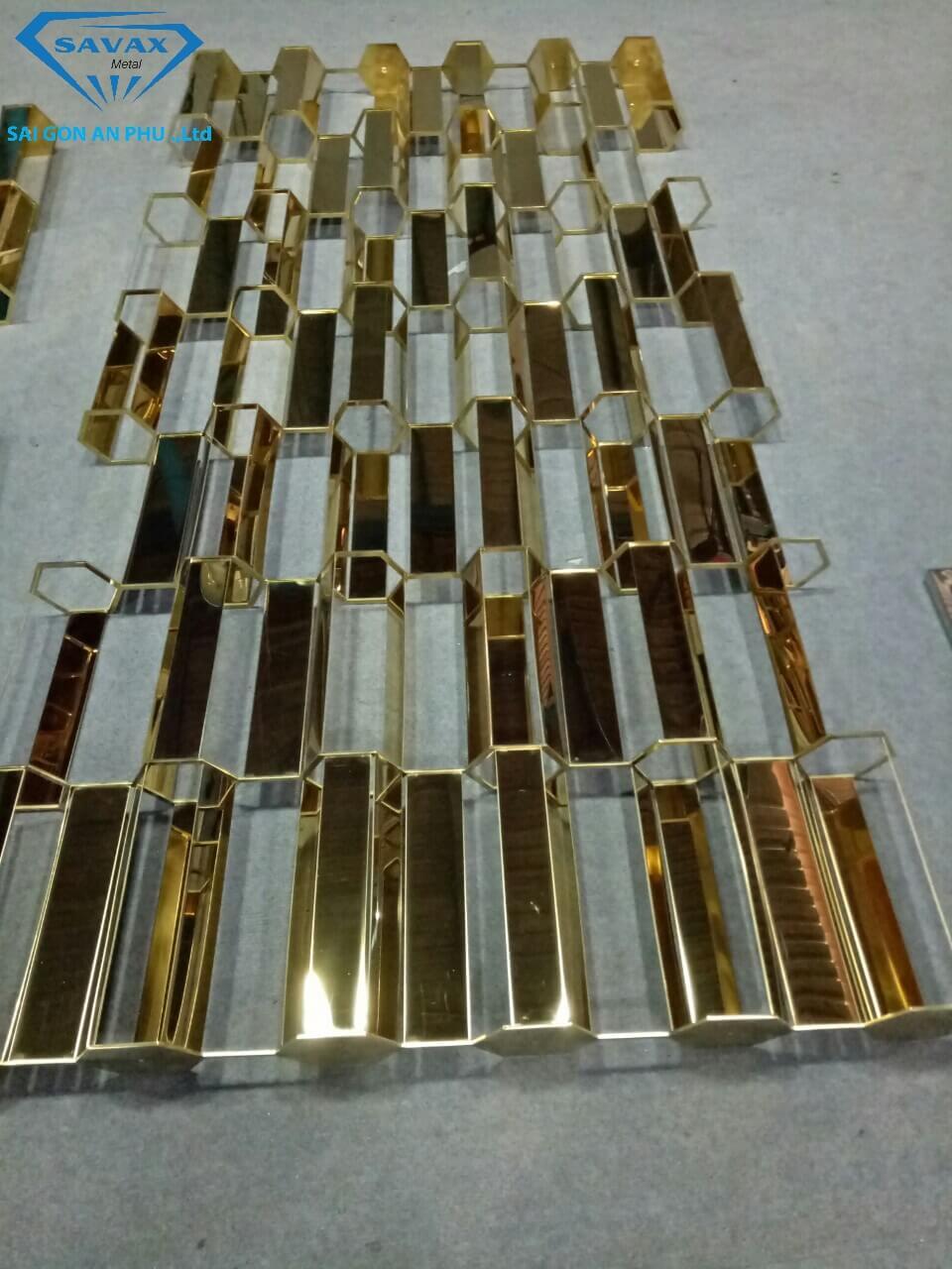 Mẫu vách ngăn mạ vàng vừa hoàn thiện