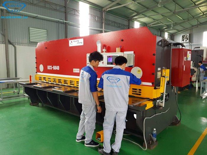 Máy cắt cơ inox tại xưởng Savax
