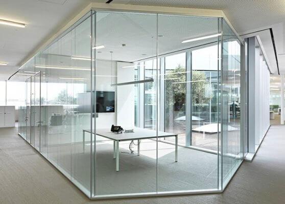 Nẹp vách kính ngăn phòng tại công sở