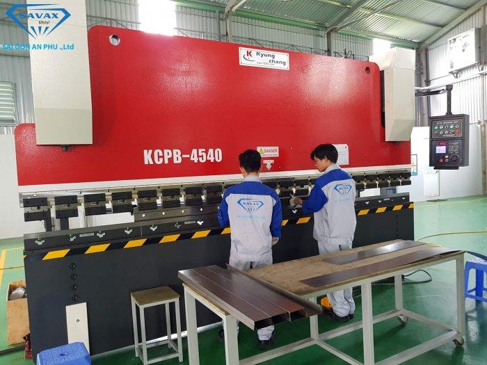Máy chấn công nghệ CNC tại Savax