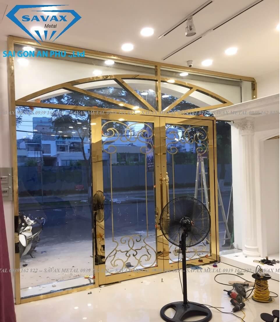 Mẫu cửa inox cho showroom áo cưới tại Đà Nẵng