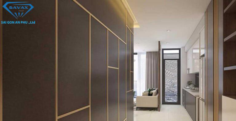 Trang trí vách tường gỗ bằng nẹp inox vàng