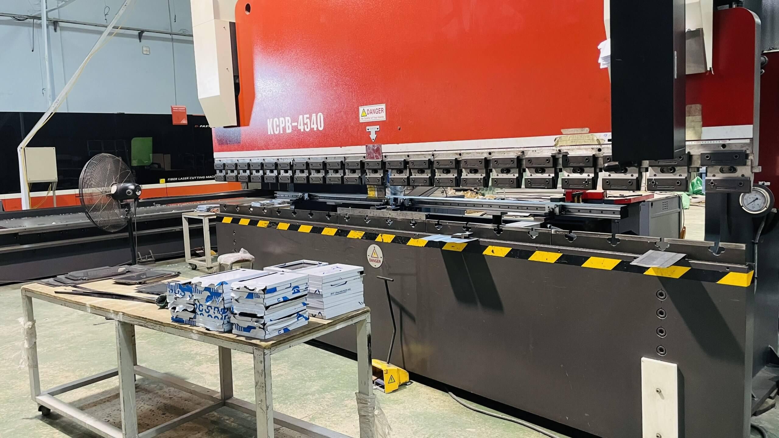 Hình thực tế máy chấn gấp inox CNC tại xưởng